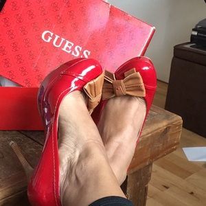 Gorgeous Guess Platform Heels with adorable bow!